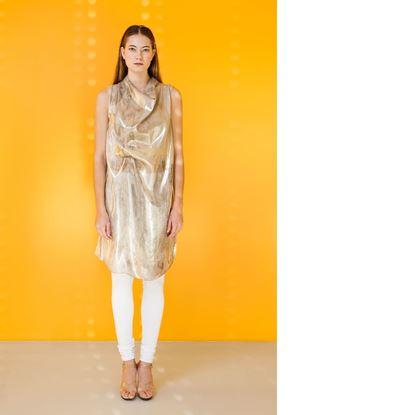 Obrázek Stříbrné hedvábné šaty s vodou