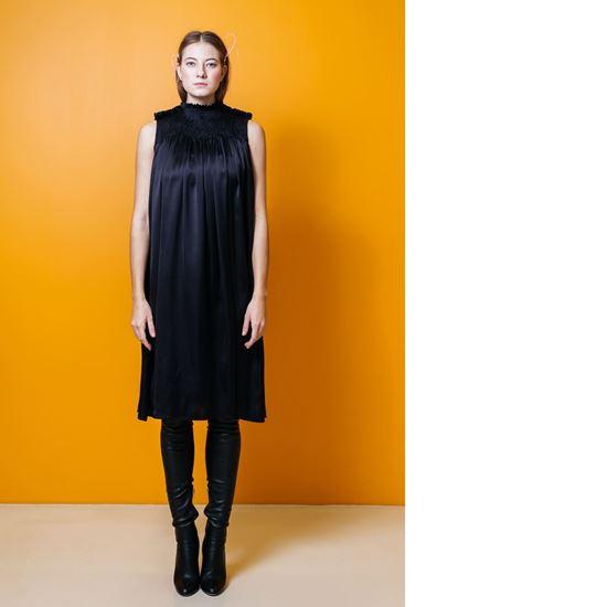 Obrázek z Černé hedvábné šaty s nabíráním