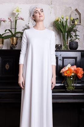 Picture of Jednoduché bílé maxi šaty
