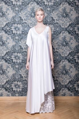 Picture of White asymmetrical wedding dress