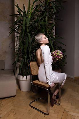Picture of Bílé jednoduché šaty na jedno rameno