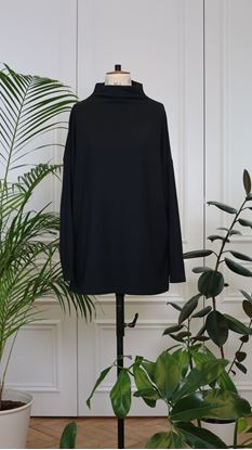 Picture of Black basic long-sleeve turtleneck top