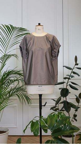 Picture of Brown top with application