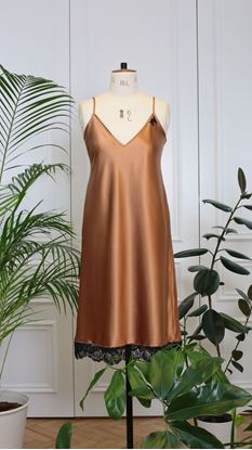 Picture of Night-gown bronze