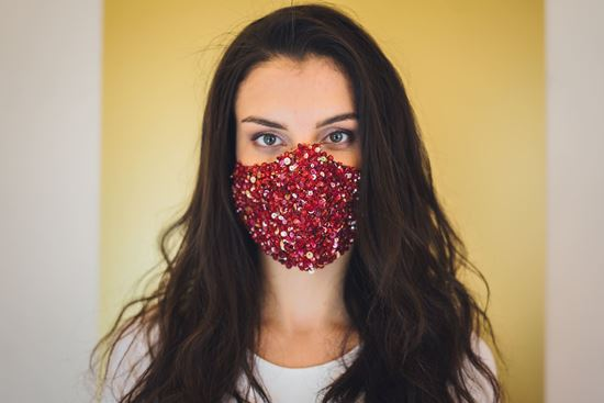 Picture of Fancy face mask red