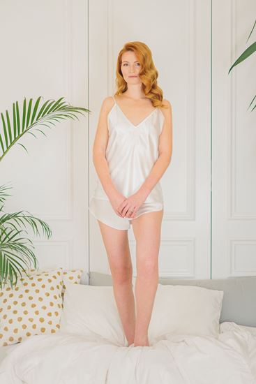 Picture of Night-gown and shorts white